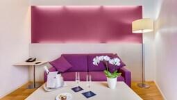 Suite, 1 King Bed, Corner