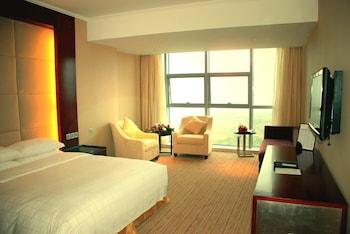 Deluxe Suite, 1 Bedroom, Smoking, City View