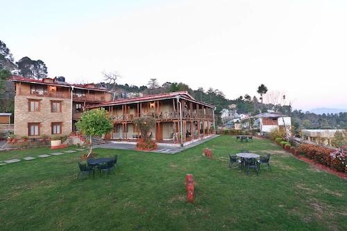 . Chevron Eco Lodge