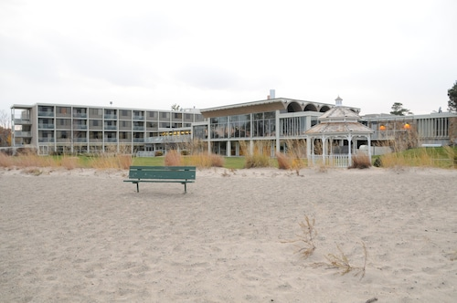 . Illinois Beach Hotel & Conference Center, BW Premier Collection