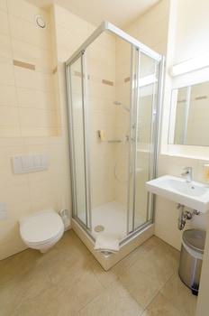 JUFA Hotel Graz - Bathroom  - #0