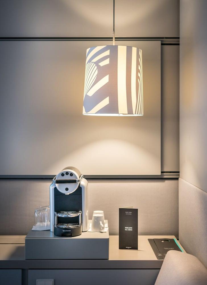 호텔이미지_커피 및/또는 커피 메이커