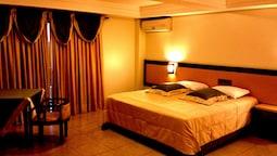 Executive Suite, 1 King Bed, Hot Tub, Garden Area