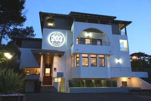 . Hotel 202