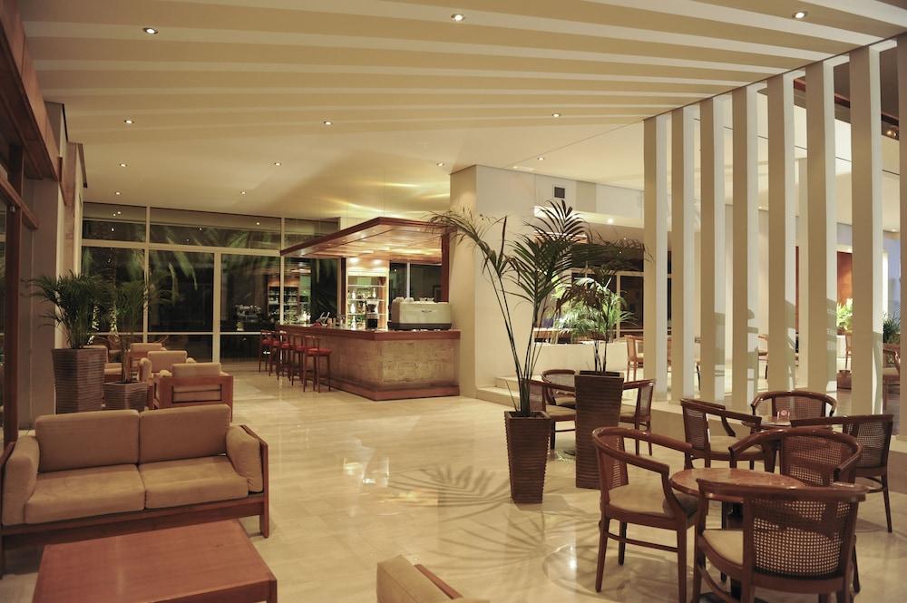 https://i.travelapi.com/hotels/4000000/3810000/3804700/3804645/2eaa7ba1_z.jpg
