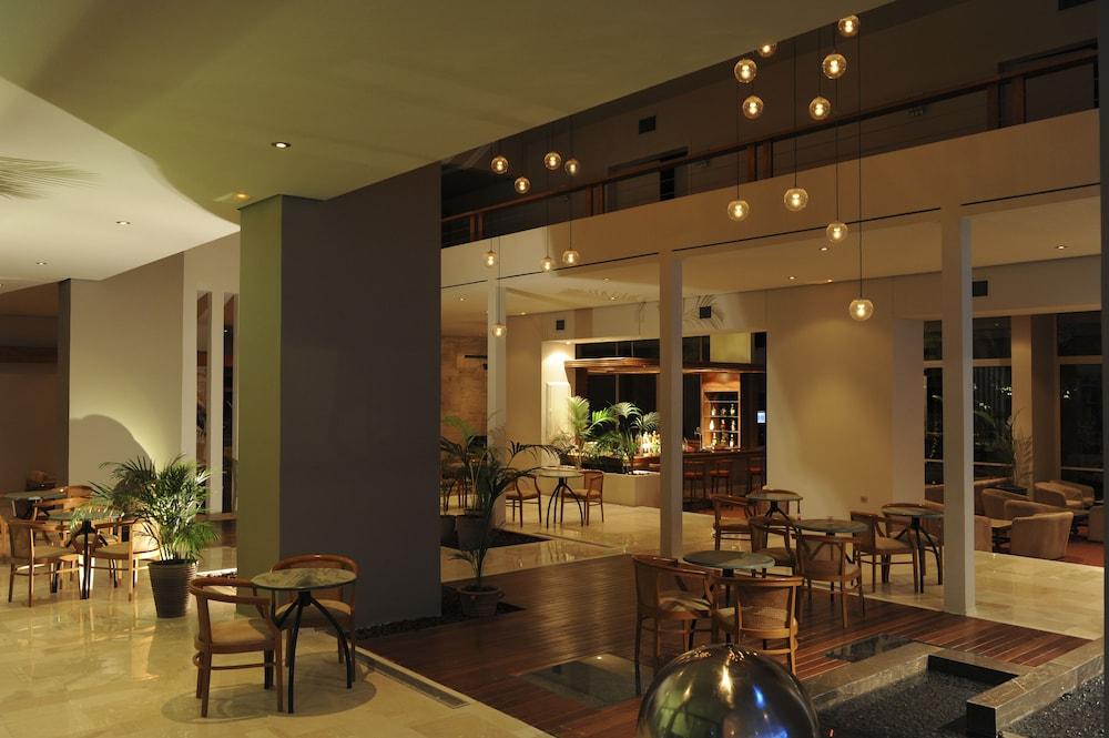 https://i.travelapi.com/hotels/4000000/3810000/3804700/3804645/f589ef07_z.jpg