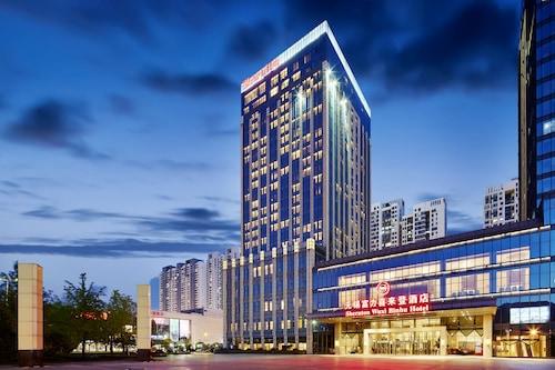 . Sheraton Wuxi Binhu Hotel