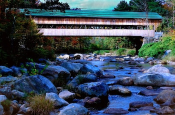 Covered Bridge River View Lodge - Property Grounds  - #0