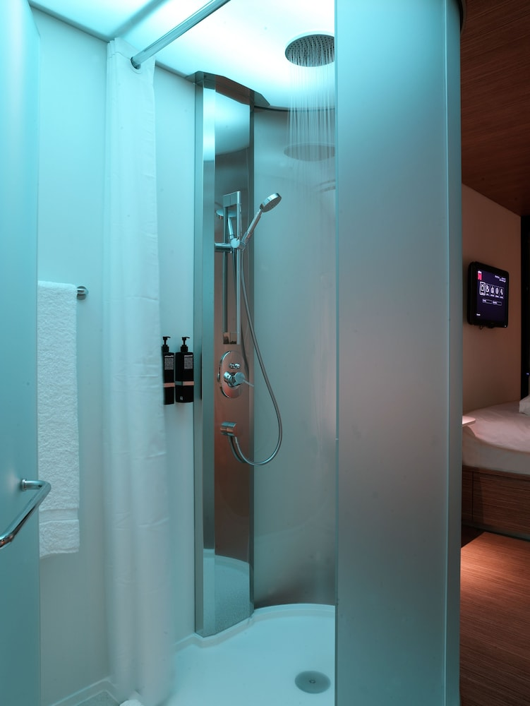 시티즌엠 호텔 글래스고(citizenM Hotel Glasgow) Hotel Image 15 - Bathroom Shower