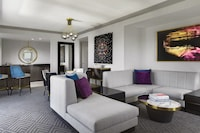 Wraparound Terrace Suite (Newly Renovated)