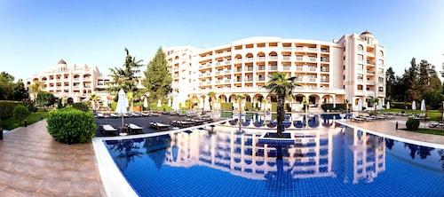 . Primoretz Grand Hotel & SPA