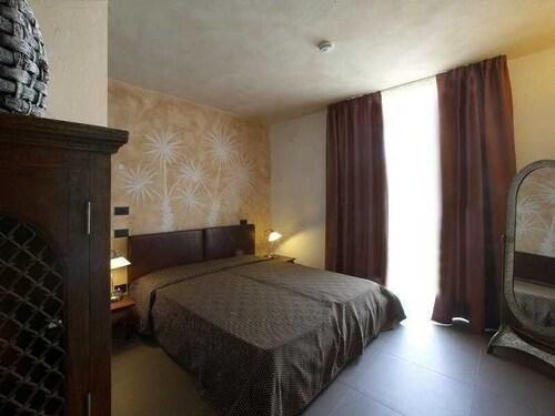 Resort Jacaranda, Modena