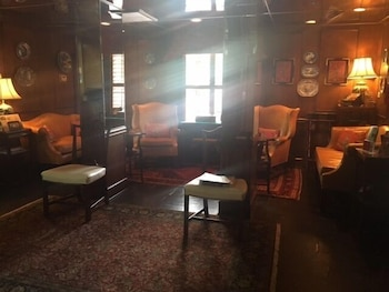 Lobby Sitting Area at The Indigo Inn in Charleston