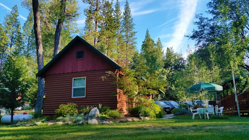 . Yosemite Riverside Inn