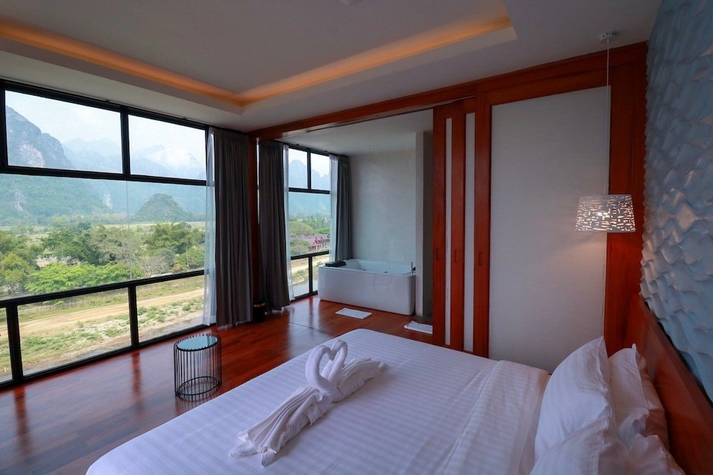 https://i.travelapi.com/hotels/4000000/3850000/3846900/3846873/41bd2d5a_z.jpg