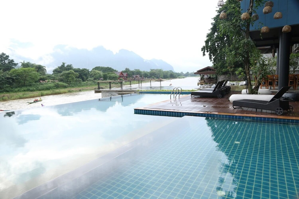 https://i.travelapi.com/hotels/4000000/3850000/3846900/3846873/45af24ae_z.jpg