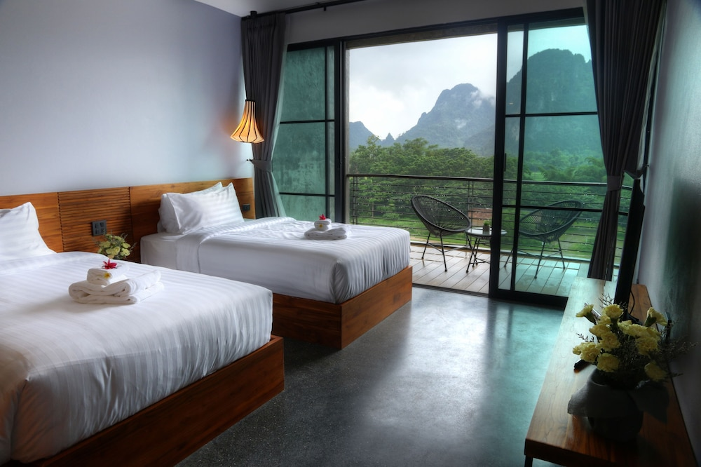 https://i.travelapi.com/hotels/4000000/3850000/3846900/3846873/b1bd3267_z.jpg