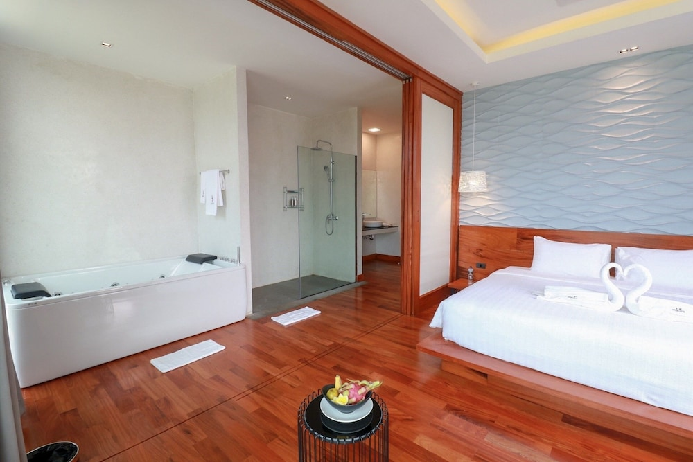 https://i.travelapi.com/hotels/4000000/3850000/3846900/3846873/c0d45d97_z.jpg