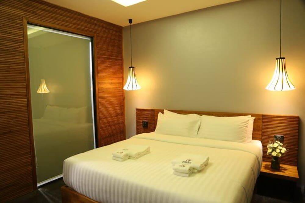 https://i.travelapi.com/hotels/4000000/3850000/3846900/3846873/ed36bf4c_z.jpg
