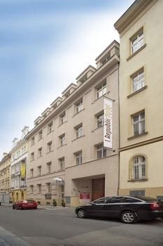 Hotel - 1. Republic Hotel
