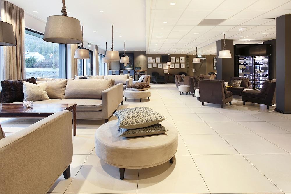 https://i.travelapi.com/hotels/4000000/3850000/3848400/3848322/2927738d_z.jpg