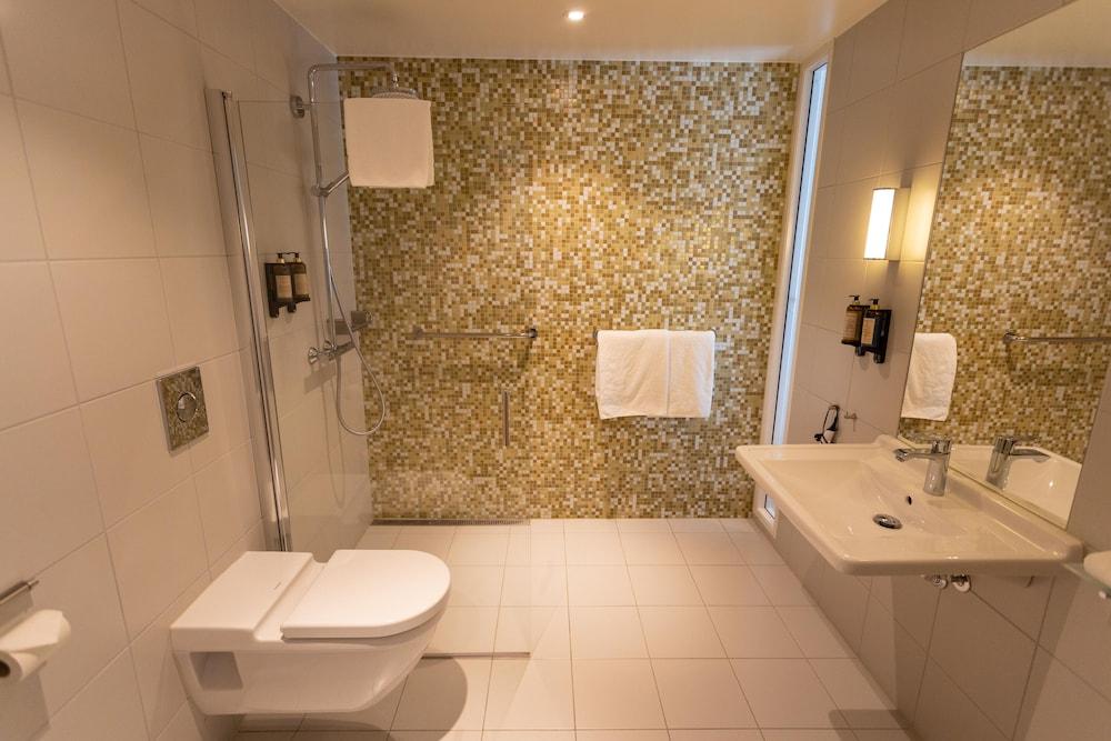 https://i.travelapi.com/hotels/4000000/3850000/3848400/3848322/f325464d_z.jpg