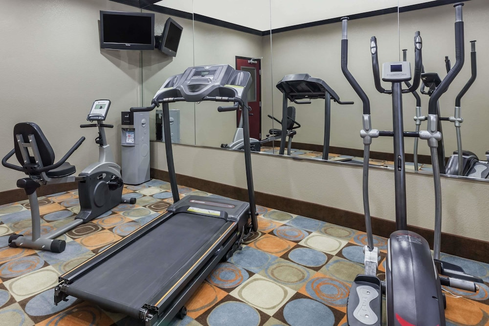 Health and Fitness : Fitness Facility 9 of 39