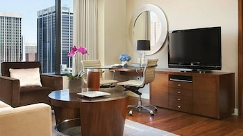 Executive Suite, 1 King Bed, Accessible