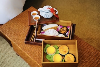 City Delights - Deluxe Room with Afternoon Tea Set with Free Upgrade and 4pm Late Check-out