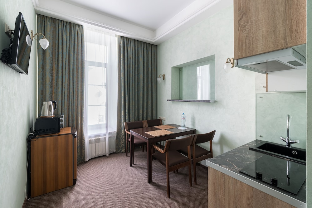 https://i.travelapi.com/hotels/4000000/3860000/3850700/3850658/d80f2e4c_z.jpg