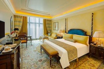 Royal Club Parlour Room