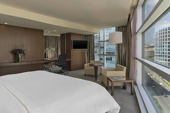 Premium Suite, 1 King Bed, Business Lounge Access