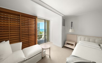 Standard Room, 1 King Bed, Partial Ocean View