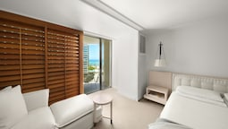 Room, 1 King Bed, Partial Ocean View
