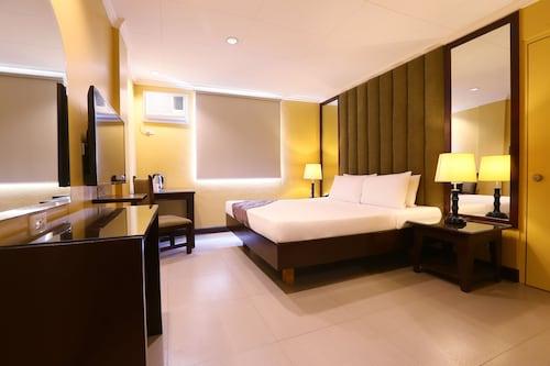 . Hotel La Corona de Lipa