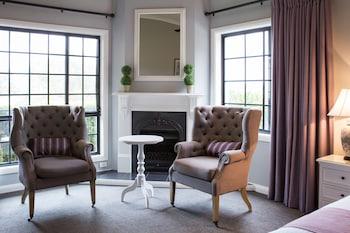 Guestroom at Camden Valley Inn in Cawdor