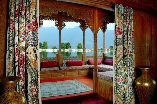 WelcomHeritage Gurkha Houseboats, Srinagar