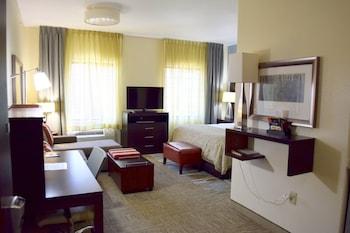 Studio Suite, 1 King Bed, Non Smoking, Kitchen