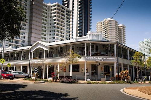 Coolangatta Sands Hotel, Coolangatta