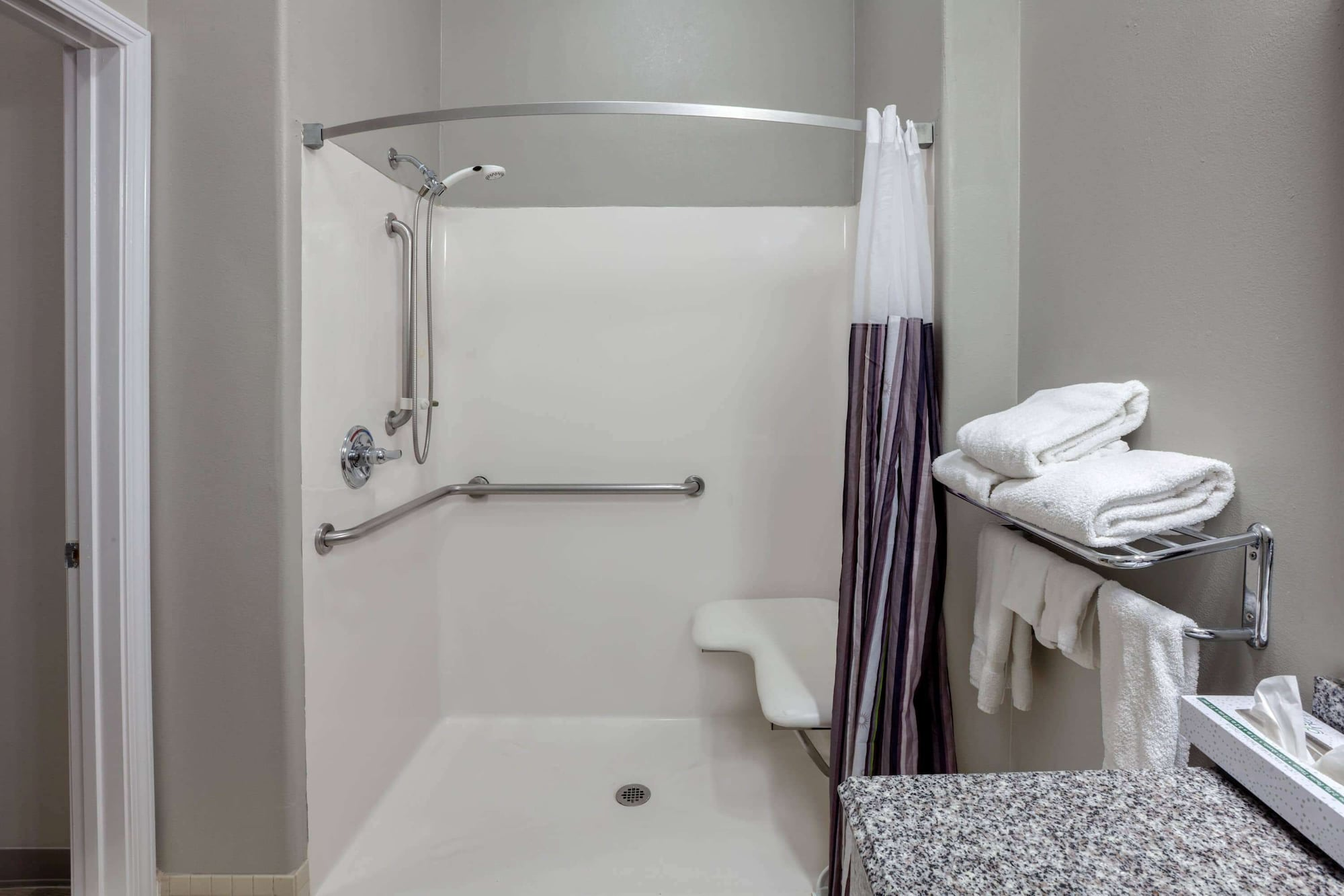 La Quinta Inn & Suites by Wyndham Cleveland TX, Liberty