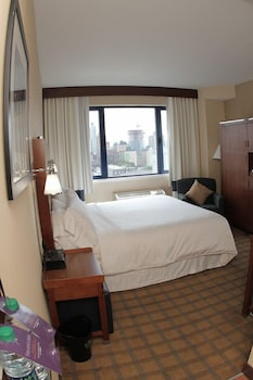 Guestroom at Four Points by Sheraton Long Island City Queensboro Bridge in Long Island City