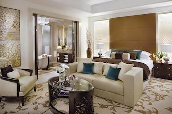 Premier Room, 1 King Bed (Palm Manor)