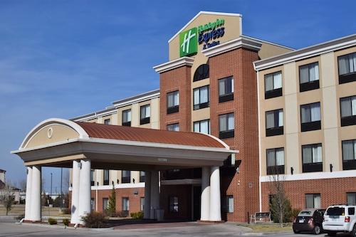 . Holiday Inn Express Hotel & Suites Pratt, an IHG Hotel