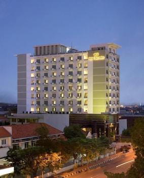 Hotel - Hotel Santika Pandegiling Surabaya