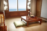 Korean Style Ondol Double Room With Beach View (On