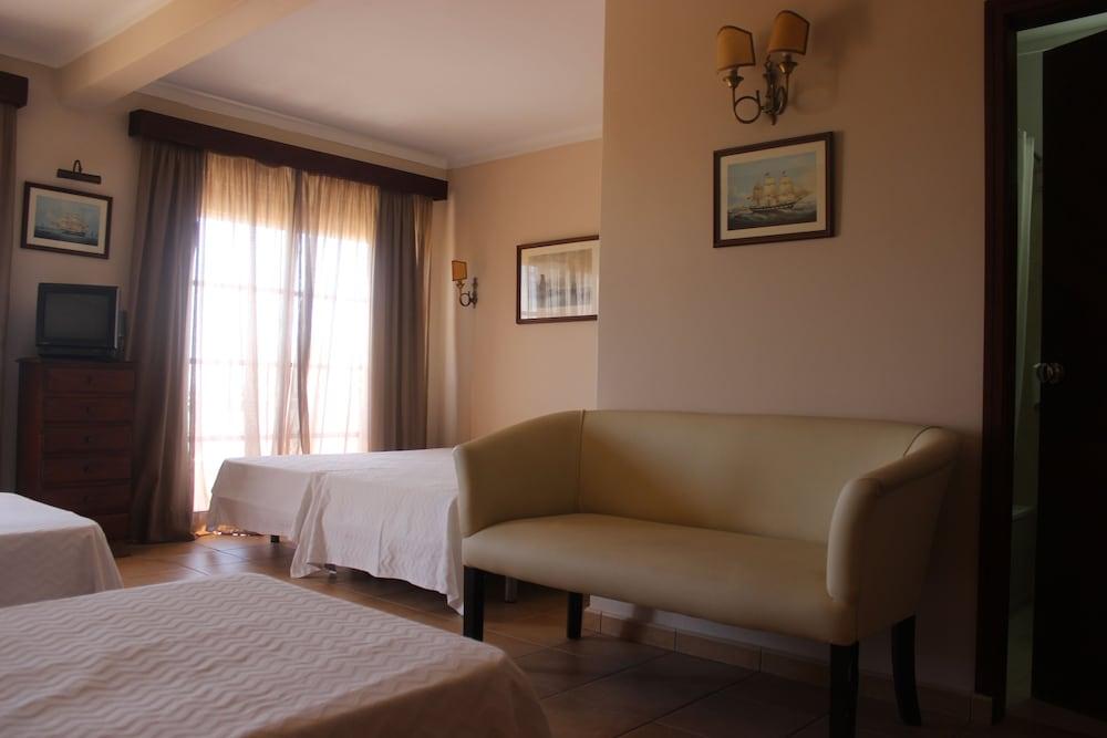 호텔 알폰소 III(Hotel Afonso III) Hotel Image 14 - Guestroom