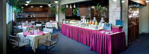 Cesars Plaza Hotel, Cercado