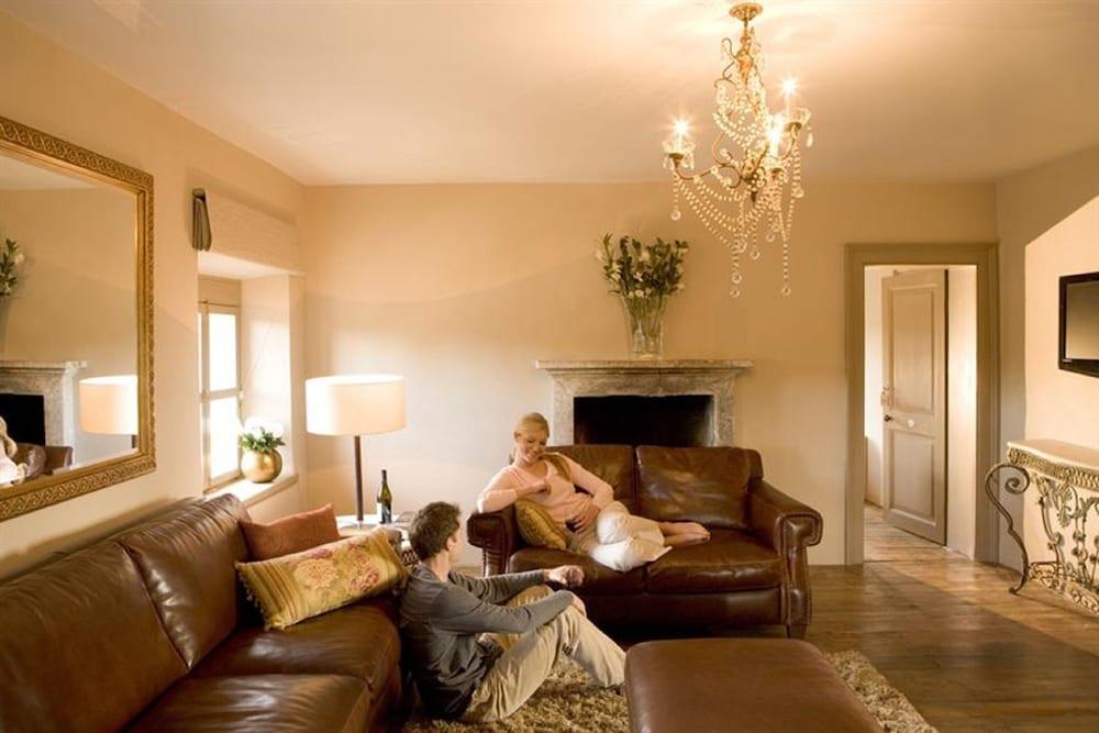 페퍼스 미네랄 스프링스 호텔(Peppers Mineral Springs Hotel) Hotel Image 27 - Living Room