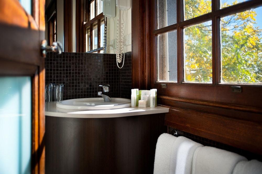 페퍼스 미네랄 스프링스 호텔(Peppers Mineral Springs Hotel) Hotel Image 32 - Bathroom