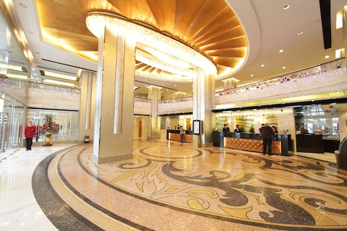 Hotel Golden Dragon, Sé